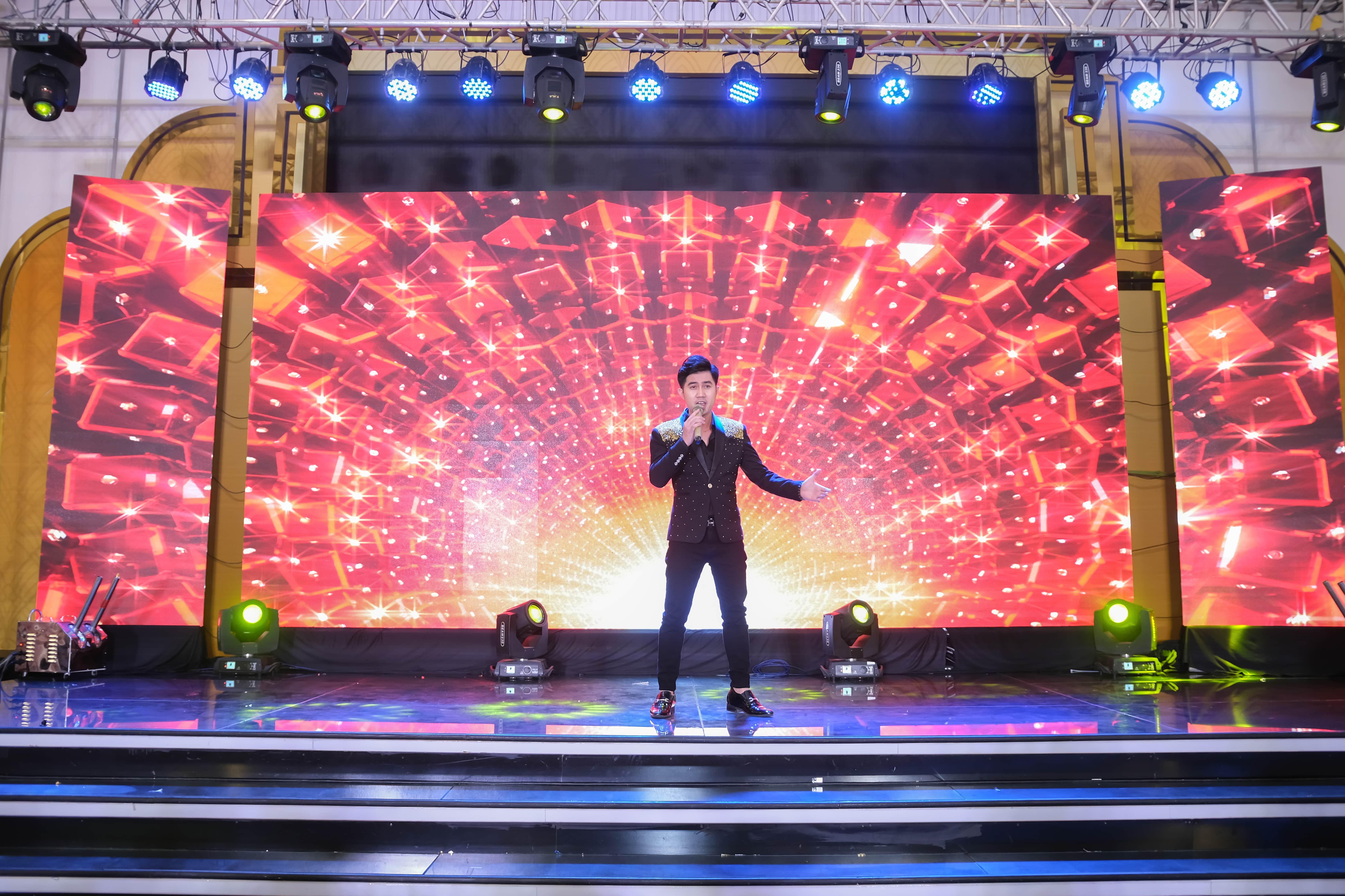 Ca sĩ Bằng Cường giao lưu trong chương trình tổ chức sự kiện