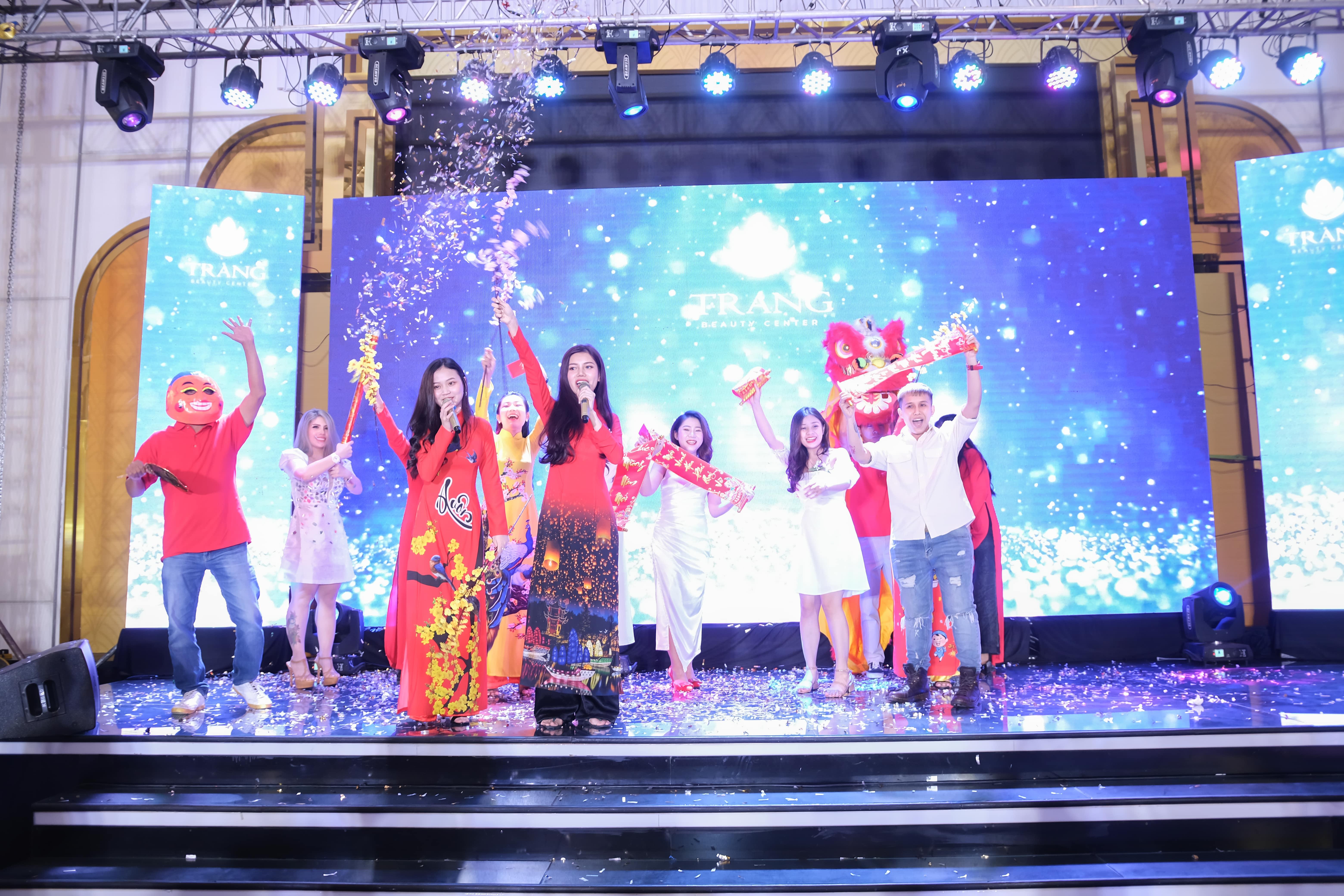 Các tiết mục văn nghệ của nhân viên công tytrong chương trình tổ chức sự kiện Year End Party
