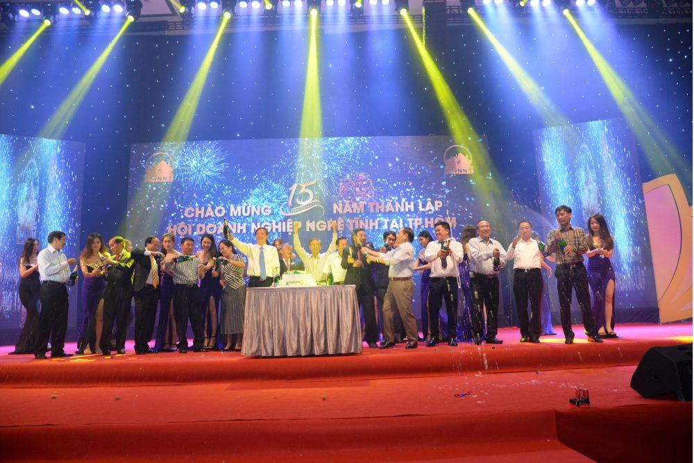 Công ty truyền thông Phan Đăng là đơn vị tổ chức sự kiện Uy Tín + Chuyên Nghiệp + Hiệu Qủa với hàng trăm khoảnh khắc ấn tượng trên sân khấu. Chiêm ngưỡng ngay!