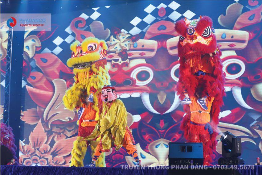 Màn múa Lân Sư Rồng tại sân khấu của buổi lễ khánh thành