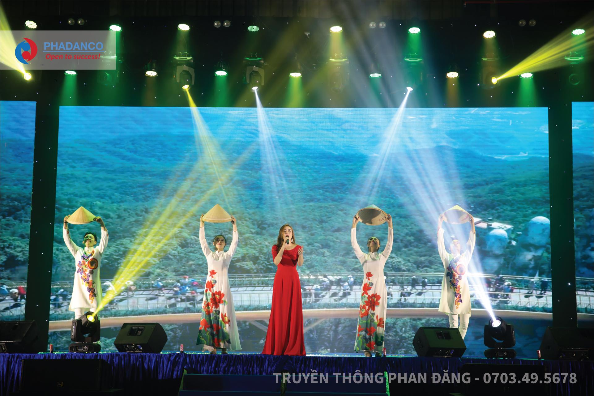 Những tiết mục chào mừng mang đạm văn hoá Việt Nam